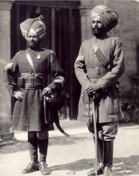 Сикхи долго презирали пехоту, но по указанию одного из своих правителей стали поступать в британские войска служить пехотинцами: правителю надо было узнать, как работает изнутри британская армия. Кончилось всё тем, что у сикхов появилась своя пехота.